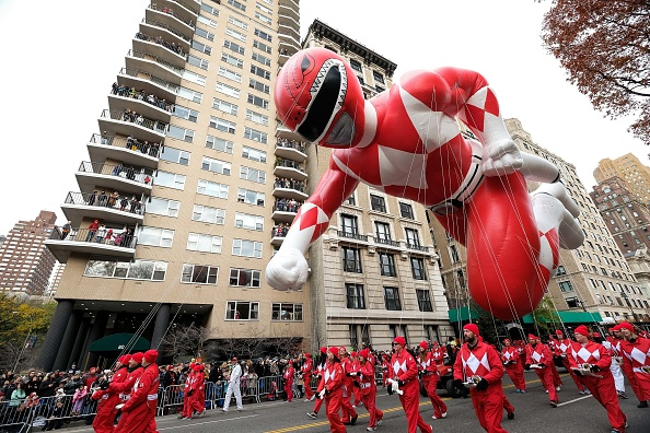 School Bus「Saban's Red Mighty Morphin Power Ranger At Macy's Thanksgiving Day Parade 2016」:写真・画像(0)[壁紙.com]