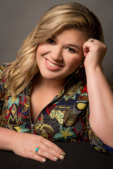 カメラ目線「Kelly Clarkson Gives An Exclusive Performance At The iHeartRadio Theater」:写真・画像(5)[壁紙.com]