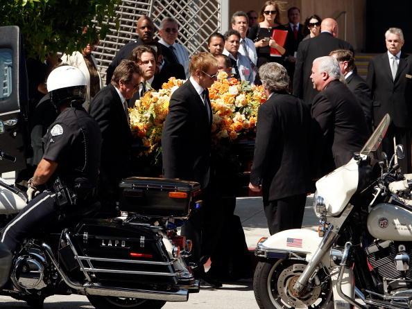 Farrah Fawcett「Farrah Fawcett Funeral Service」:写真・画像(10)[壁紙.com]