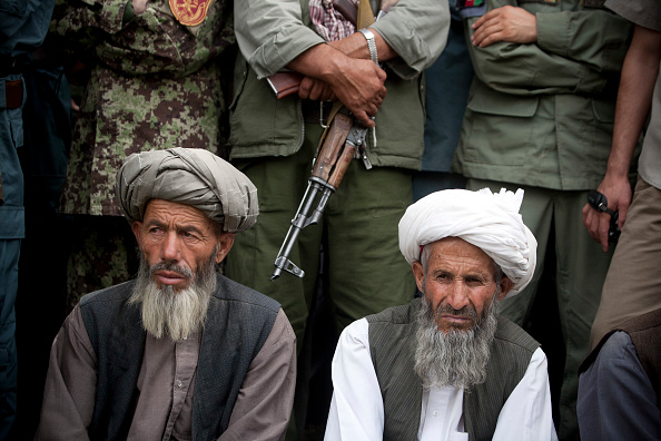 Surrendering「Taliban Militants Surrender In Badakhshan」:写真・画像(17)[壁紙.com]