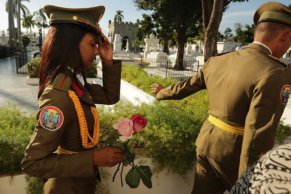 Two People「Fidel Castro's Ashes Buried In Santiago De Cuba」:写真・画像(6)[壁紙.com]