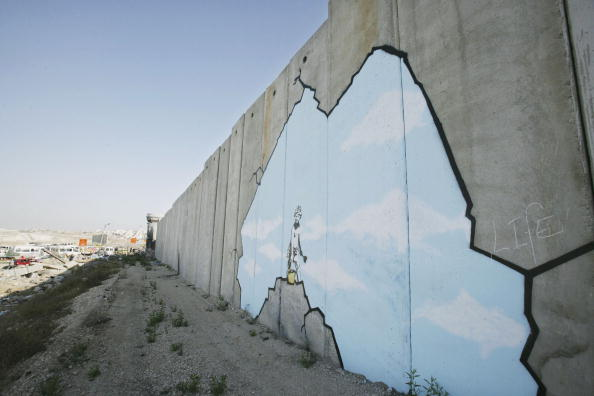 West Bank「British Guerrilla Artist Decorates West Bank Barrier」:写真・画像(2)[壁紙.com]