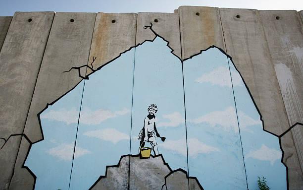 British Guerrilla Artist Decorates West Bank Barrier:ニュース(壁紙.com)
