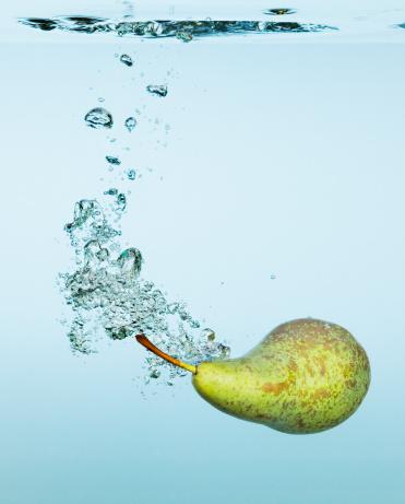 Pear「Pear splashing in water」:スマホ壁紙(2)