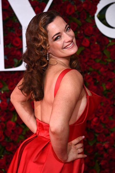 Looking Over Shoulder「2016 Tony Awards - Arrivals」:写真・画像(12)[壁紙.com]