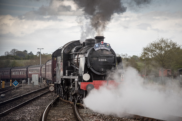 Steam Train「Mogul Steam Train Pulls Passenger Carriages From Cardiff To Weymouth」:写真・画像(0)[壁紙.com]