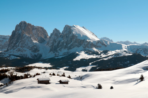 Chalet「Seiser Alm and the Dolomites in winter」:スマホ壁紙(9)