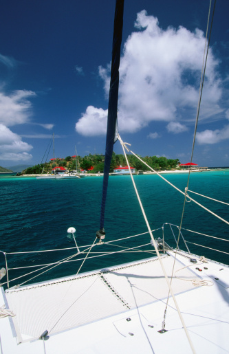 Out Islands「Catamaran moored off island.」:スマホ壁紙(2)