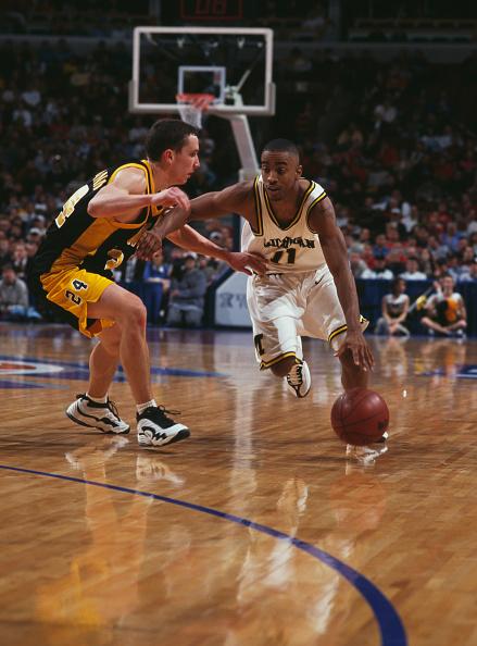 Dribbling - Sports「University of Michigan Wolverines vs University of Iowa Hawkeyes」:写真・画像(14)[壁紙.com]