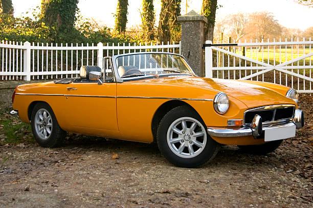 Old yellow 1970's classic british sports cars:スマホ壁紙(壁紙.com)