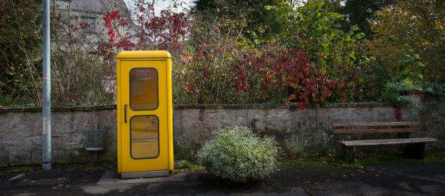 Pole「Old Yellow Phone Booth」:スマホ壁紙(9)