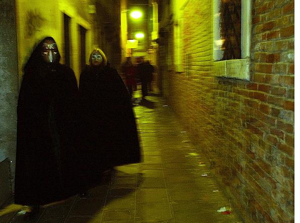 Masquerade Mask「People Celebrate Venice Carnival In Italy」:写真・画像(17)[壁紙.com]