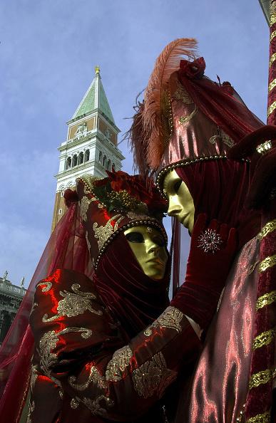 Masquerade Mask「People Celebrate Venice Carnival In Italy」:写真・画像(16)[壁紙.com]