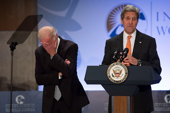 Laughing「Secretary Of State John Kerry Holds Ceremony And Forum For International Women Of Courage Awards」:写真・画像(10)[壁紙.com]