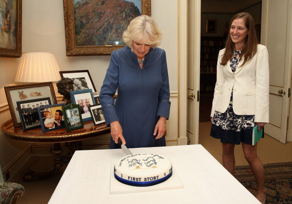 Cutting「The Duchess Of Cornwall Hosts A Tea Party To Celebrate The 5th Anniversary Of First Story」:写真・画像(4)[壁紙.com]