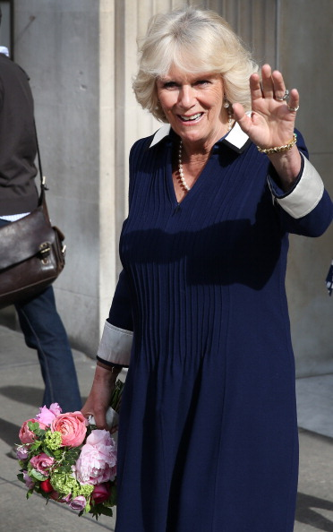 Navy Blue「Camilla, Duchess Of Cornwall Attends Tea Party For Supportors Of Maggie's Cancer Caring Centres」:写真・画像(9)[壁紙.com]