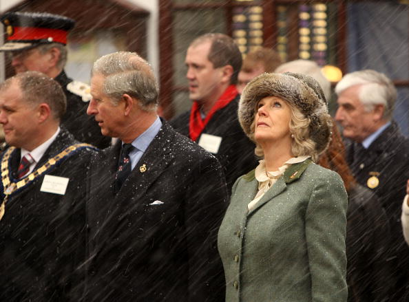 Christopher Furlong「The Prince Of Wales And Duchess Of Cornwall Visit Wootton Bassett」:写真・画像(1)[壁紙.com]