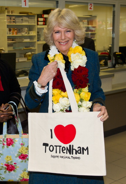 Ian Gavan「The Prince Of Wales And Duchess Of Cornwall Visit Riot Hit Businesses In Tottenham」:写真・画像(18)[壁紙.com]