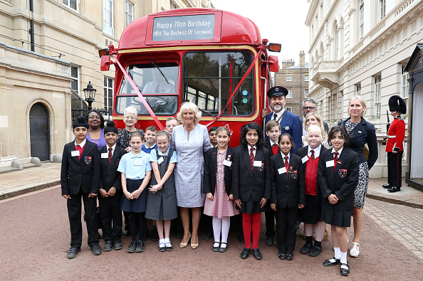 School Bus「The Duchess Of Cornwall Hosts A Tea Party To Celebrate The Duchess's Bookshelves Project」:写真・画像(16)[壁紙.com]