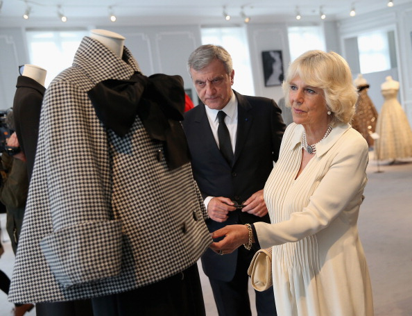 Purse「Camilla, Duchess Of Cornwall Attends First Solo Overseas Engagement In Paris」:写真・画像(18)[壁紙.com]