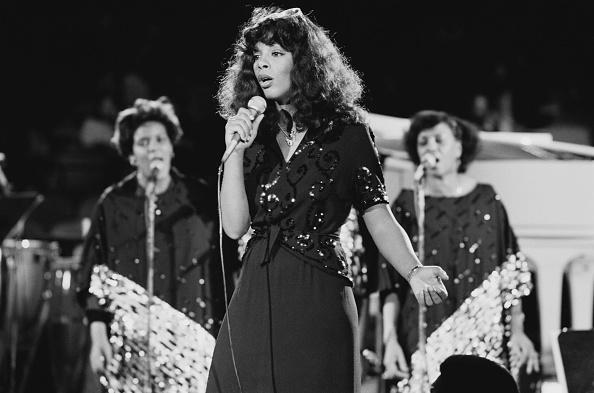 歌う「Donna Summer At UNICEF Concert」:写真・画像(17)[壁紙.com]