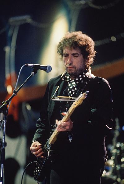 爪弾く「Bob Dylan」:写真・画像(1)[壁紙.com]
