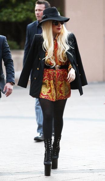 Black Coat「Lady Gaga Arrives To Screaming Fans In Melbourne」:写真・画像(11)[壁紙.com]