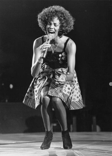 Singing「Whitney Houston」:写真・画像(17)[壁紙.com]
