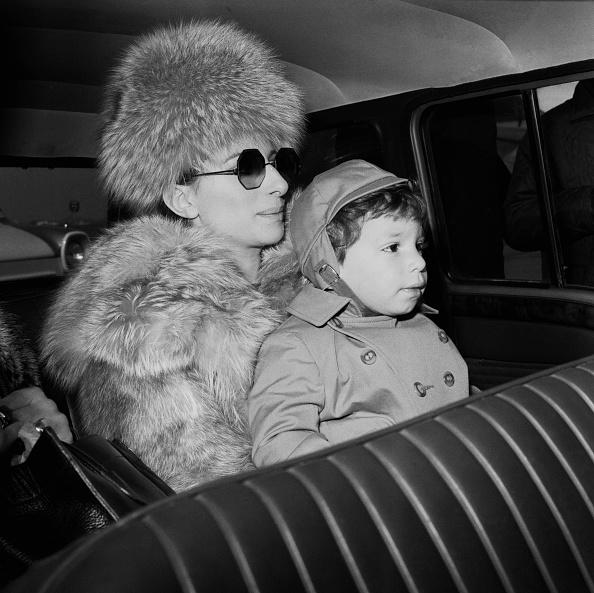 Two People「Barbra Streisand and Jason Gould」:写真・画像(18)[壁紙.com]