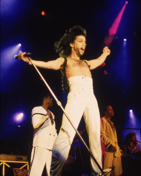 Singer「Prince In Concert With Arms Outstretched 」:写真・画像(13)[壁紙.com]