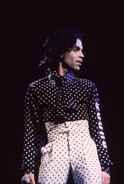 Singer「Prince Performs In Polka Dot Costume 」:写真・画像(19)[壁紙.com]
