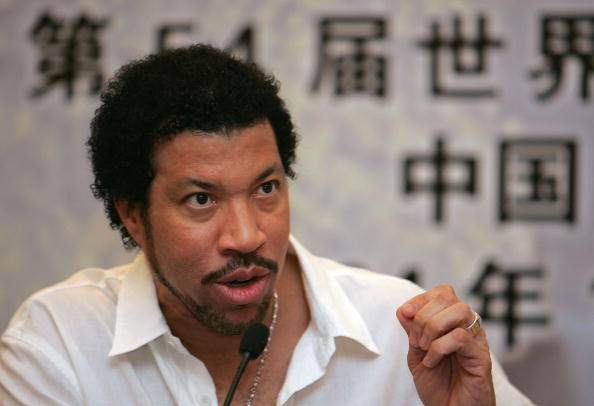 Hainan Island「Lionel Richie Meets Miss World 2004 Contestants Ahead Of Finals」:写真・画像(3)[壁紙.com]