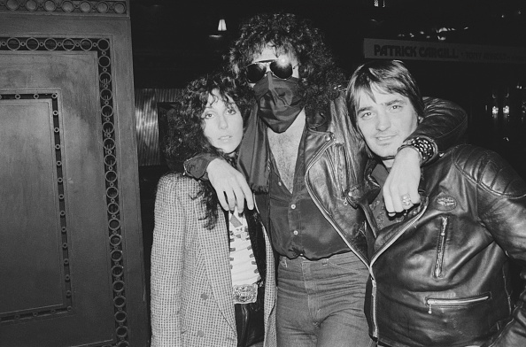 Obscured Face「Cher with Gene Simmons」:写真・画像(6)[壁紙.com]