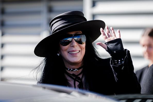 Cher - Performer「Pop Star Cher Arrives In Australia」:写真・画像(12)[壁紙.com]