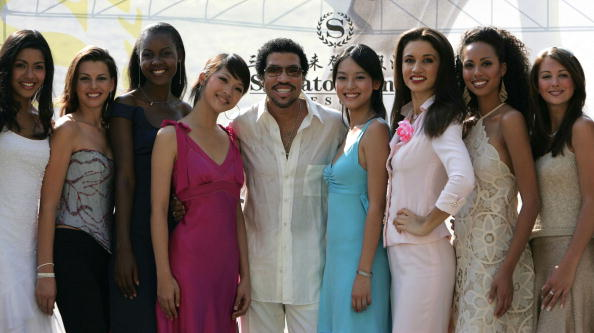 Hainan Island「Lionel Richie Meets Miss World 2004 Contestants Ahead Of Finals」:写真・画像(5)[壁紙.com]