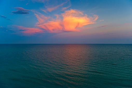 Miami Beach「Ocean and clouds」:スマホ壁紙(13)
