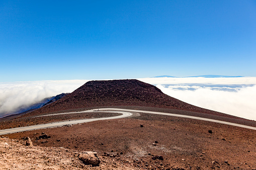 Haleakala Crater「street above the clouds ast haleakala volcano on maui island, hawaii islands」:スマホ壁紙(9)