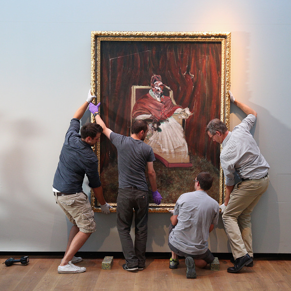Installing「Installation Of Art Work By Artists Francis Bacon and Henry Moore」:写真・画像(6)[壁紙.com]