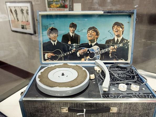 楽器「Christies Previews Auction Of Rock And Pop Memorabilia」:写真・画像(9)[壁紙.com]