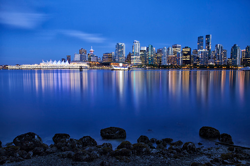 Vancouver - Canada「Vancouver skyline at blue hour,  Canada」:スマホ壁紙(11)