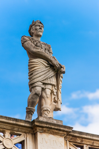 Roman「UK, Somerset, Bath, Statue of Julius Caesar at Roman Baths」:スマホ壁紙(16)
