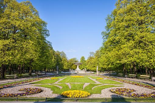 Public Park「Poland, Warsaw, Saxon Garden in spring」:スマホ壁紙(15)