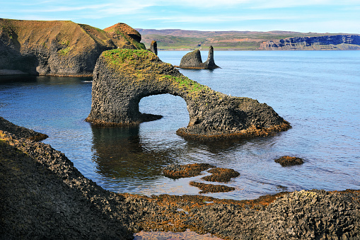 Basalt「Volcanic arch on a rough coast of the Atlantic ocean in Iceland」:スマホ壁紙(2)
