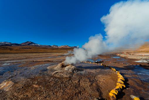 Tatio Geysers「Volcanic area - Geyser - El Tatio - Geothermal energy - Atacama desert - Andean highlands - Nature landscape - arid climate - Andes hills  - valleys」:スマホ壁紙(16)
