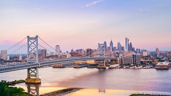 Pennsylvania「Crossing Benjamin Franklin Bridge from Camden, NJ to Philadelphia, PA」:スマホ壁紙(1)