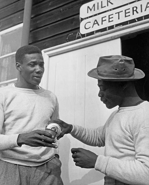 Pouring「1948 Summer Olympics - Trinidadian Athletes」:写真・画像(14)[壁紙.com]