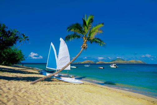Mamanuca Islands「Sailboat on Mamanuca Group Resort beach, Tokoriki Island, Fiji」:スマホ壁紙(8)