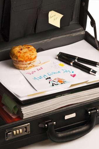 父の日「Father's day gift from child in briefcase.」:スマホ壁紙(0)