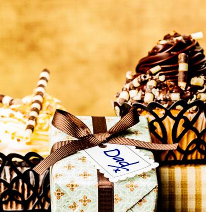 父の日「父の日のギフト、カップケーキ」:スマホ壁紙(7)