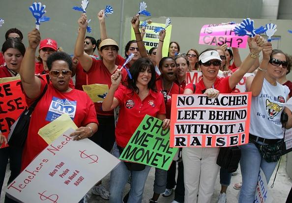 Instructor「Teachers Union Rallies At Miami-Dade School Board Meeting」:写真・画像(6)[壁紙.com]